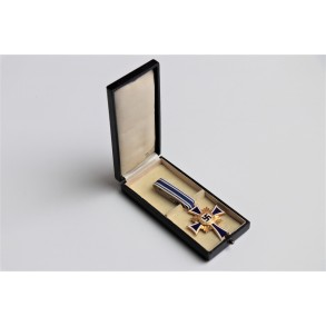 Mother cross in gold in box by Wilhelm Deumer + box