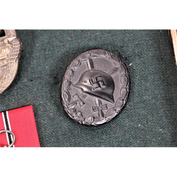 Panzer assault badge in bronze KIA grouping to W. Hollerer