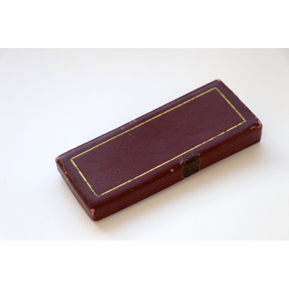 Box for Mussert cross