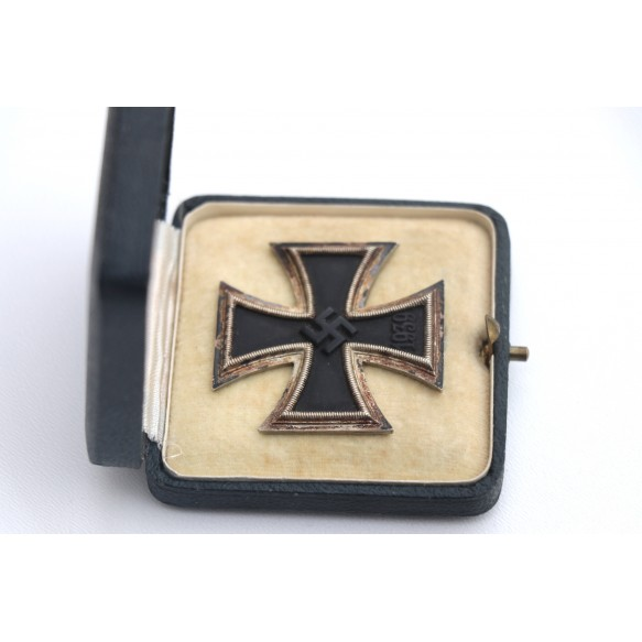 Iron cross 1st class by Klein & Quenzer, early variant in GREEN box