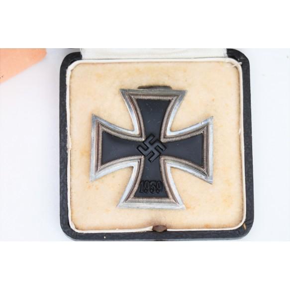 """1939 Iron cross 1st class by Ferdinand Hoffstätter, Bonn  """"L/19"""" + box + outhern carton"""