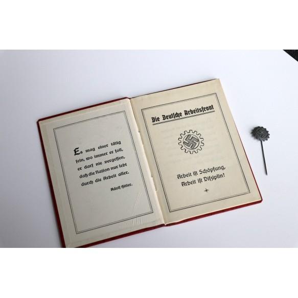 DAF pass + membership pin to Rosa Koch