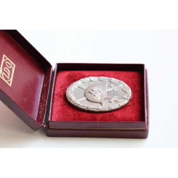 Wound badge in silver by Steinhauer & Lück + red LDO box