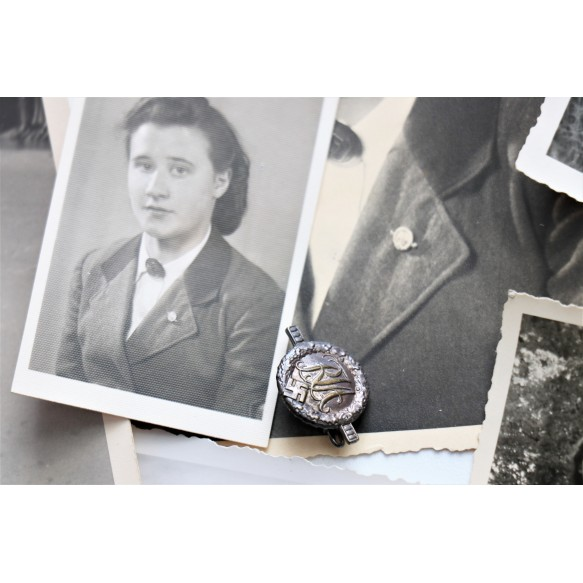 BDM photo and medal lot to a German girl