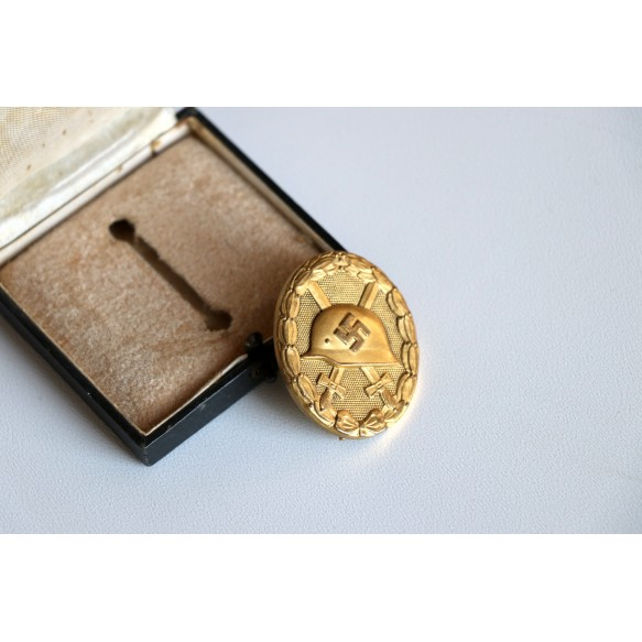 Wound badge in gold by Hauptmunzambt Wien