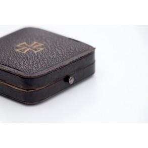 "1914 Iron cross 1st class ""800"" silver + purple inlet luxury box"