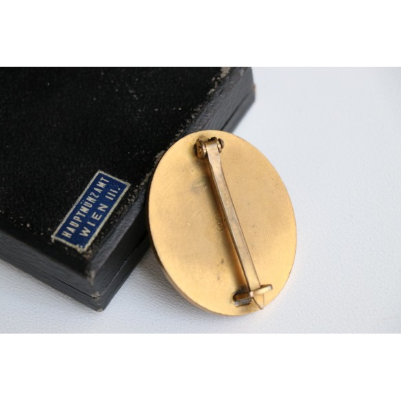 """Wound badge in gold by Hauptmunzambt Wien """"wide pin"""" """"30"""" + box"""