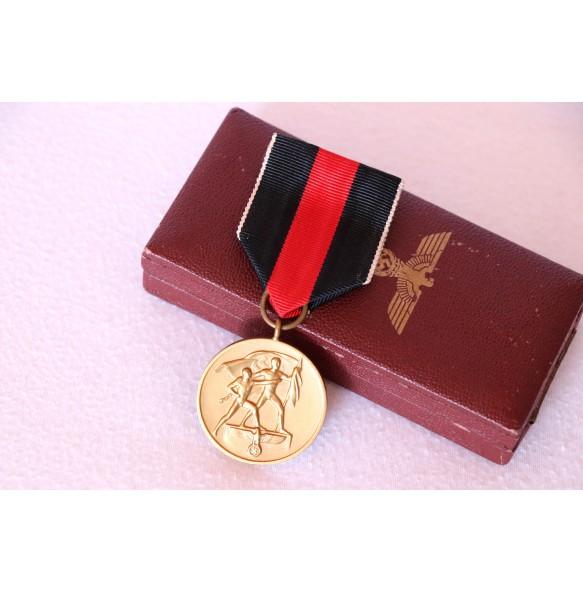 1 October 1938 Czech annexation medal + box