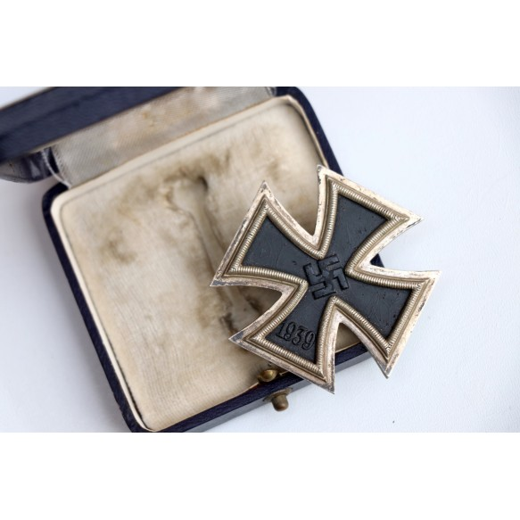 "Iron cross 1st class by Deschler & Sohn ""1"" + BLUE box"