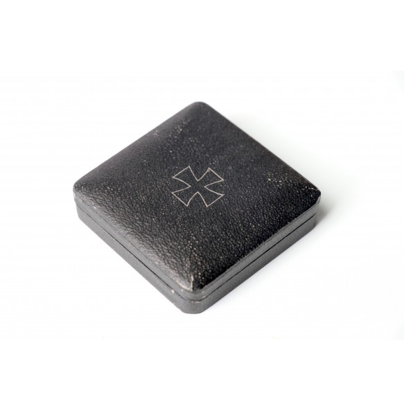 "Iron cross 1st class box, early style ""Halbetui"""