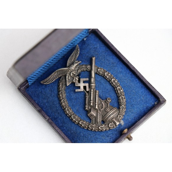 "Luftwaffe Flak badge ""ball hinge"" + box"