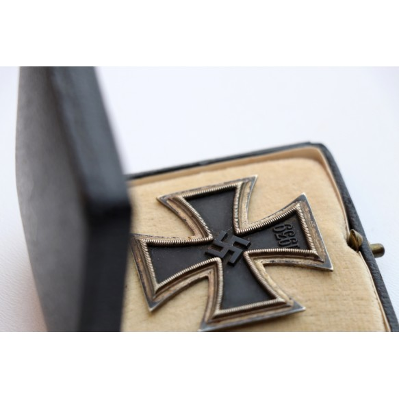 Iron Cross 1st class by Wilhelm Deumer, early variant + box