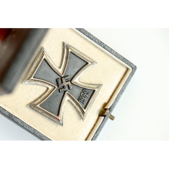 Iron cross 1st class by W. Deumer, early model + BOX