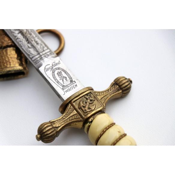 Kriegsmarine dagger by Ernst Pack & Sohne, hammered scabbard