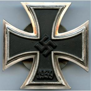 "Iron cross 1st class by Schaurte & Höhfeld ""L/54"" screwback variant"