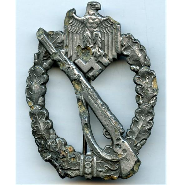 Infantry assault badge in silver by Wilhelm Deumer