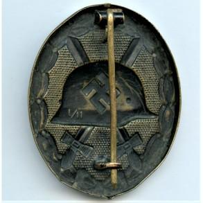 """Wound badge in black by Wilhelm Deumer """"L/11"""""""