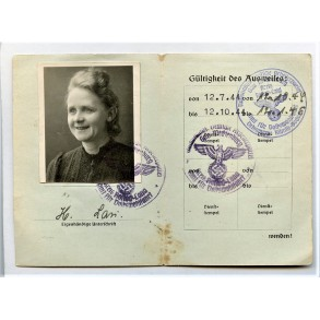 """NSDAP pass for """"privileged purchasing"""" to Hella Lau from Ribnitz."""