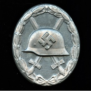 Wound badge in silver by Carl Wild