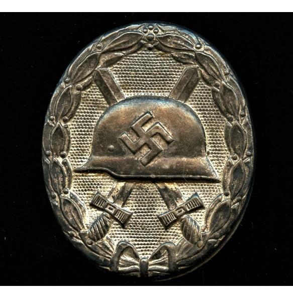 Wound badge in silver by Deschler/Wiedmann