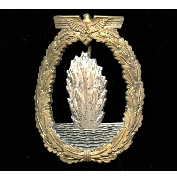 """Kriegsmarine minesweeper badge by W. Deumer """"L/11"""""""