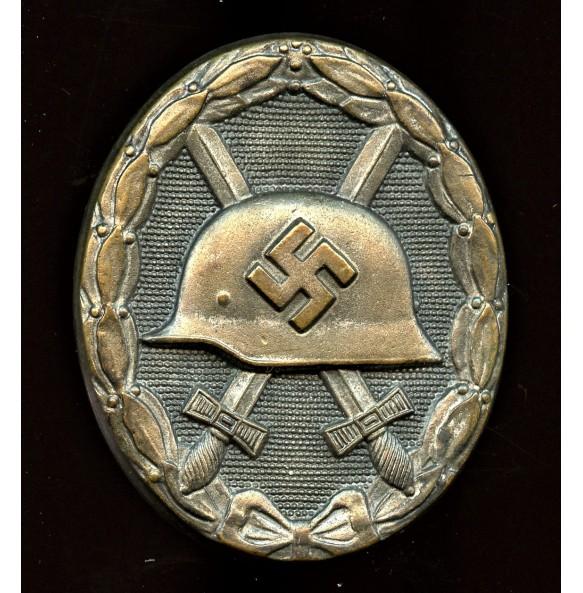 "Wound badge in silver by Gustav Brehmer ""13"""