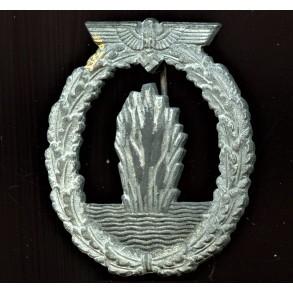 "Kriegsmarine minesweeper badge by R. Souval ""RS"""