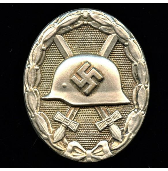 Wound badge in silver, early hollow variant