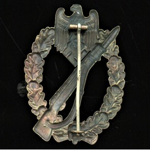 "Infantry assault badge in bronze by O. Schickle ""L/18"" pin mark"