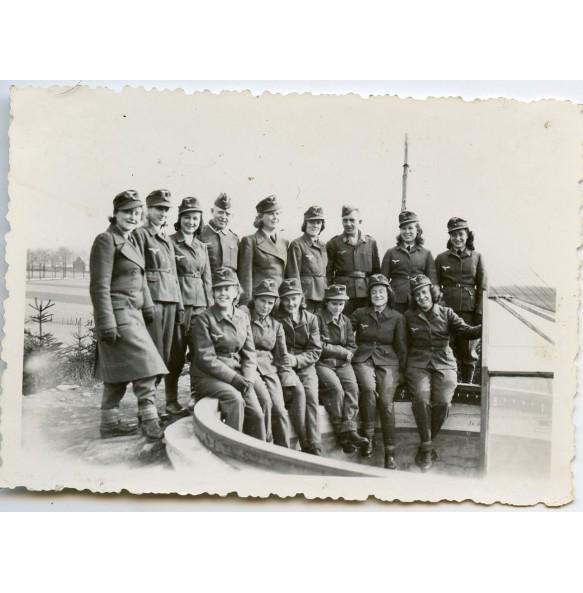 Private photo Luftwaffe female flak team
