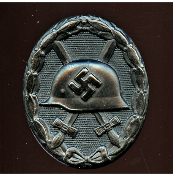"""Wound badge in black by F. Orth """"L/14"""""""