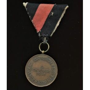 1. October 1938 Czech annexation medal, variant pattern with Prague bar, Austrian mount