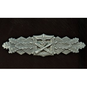 Close combat clasp in silver by Josef Feix, 1st pattern variant