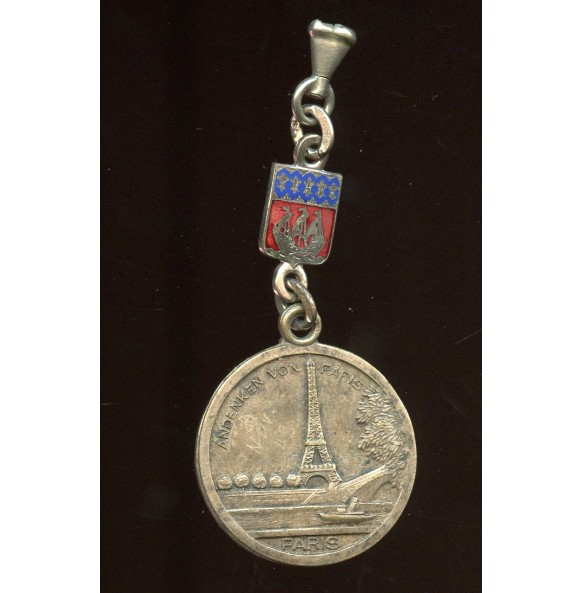 Period souvenir from Paris 1942