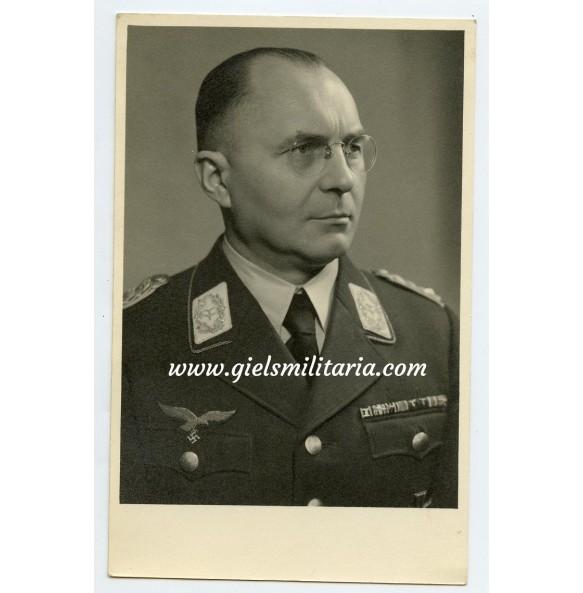 Portrait photo of a Luftwaffe Generalleutnant