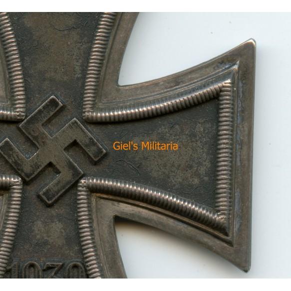 "Knights Cross of the iron cross by C.E. Juncker ""Juncker dot"""
