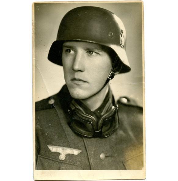 Portrait Kradmelder with helmet