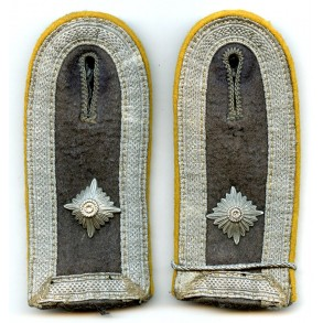 Pair of pilot/paratrooper shoulder boards Feldwebel