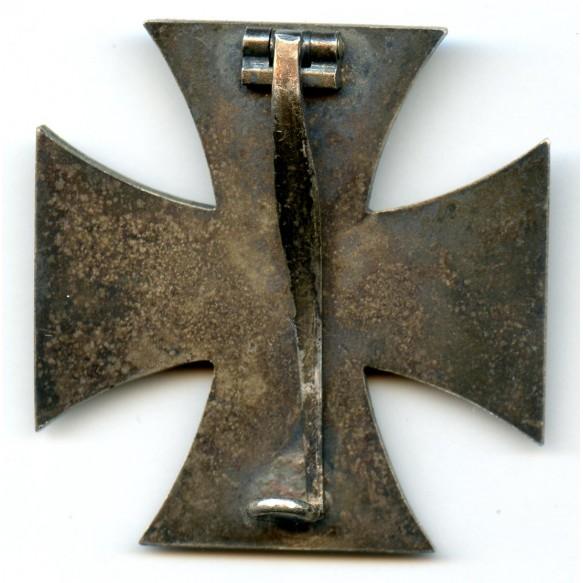 Iron cross 1st class by Klein & Quenzer, early war