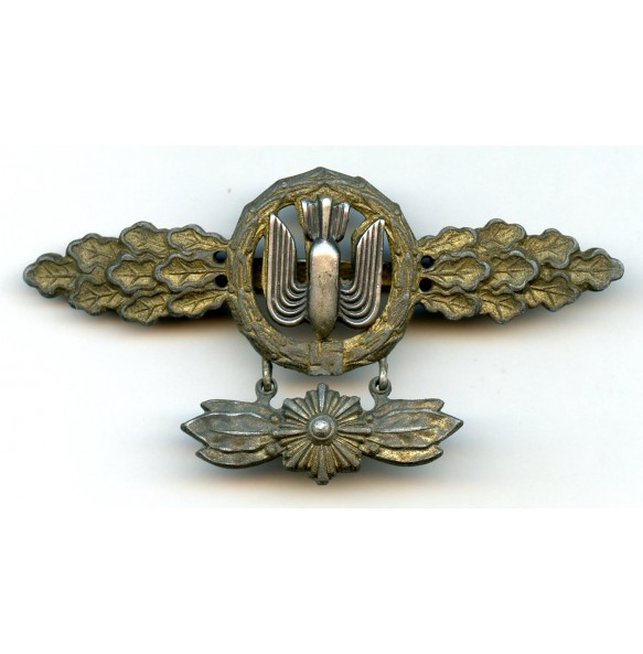 Luftwaffe bomber clasp in gold with star pennant by C.E. Juncker