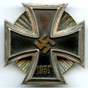 Iron cross 1st class by W. Deumer, clamshell screwback