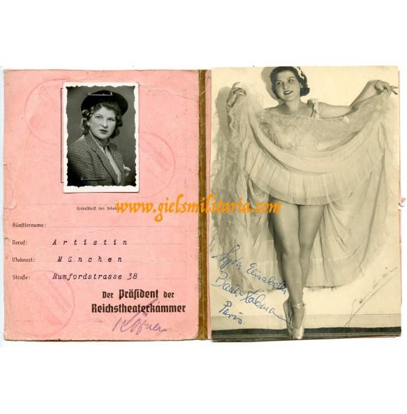 Passport for female artists to Elisabeth Bauer + period photo in Paris!