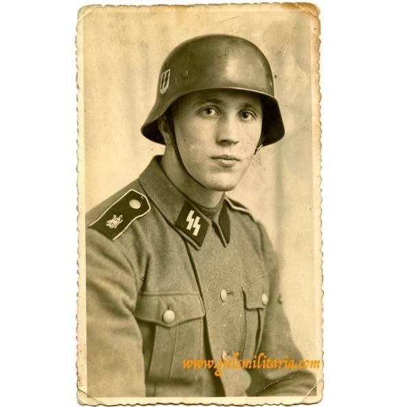 SS portrait SS-Schütz LSSAG with helmet