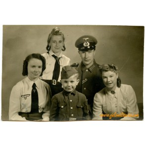 Portrait family in uniform (2)