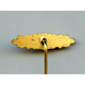 '57 close combat clasp in gold 16mm miniature
