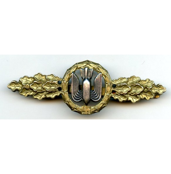 Luftwaffe bomber clasp in gold by C.E. Juncker