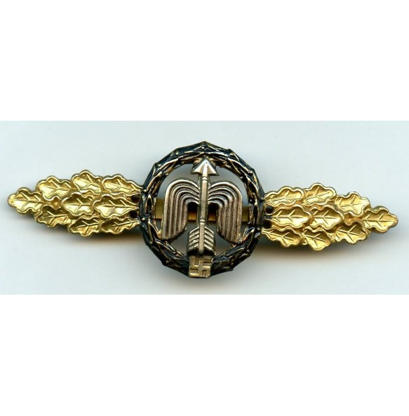 Luftwaffe fighter clasp for night fighter pilot in gold by C.E. Juncker