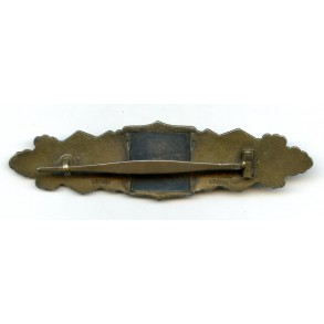 Close combat clasp in bronze by C.E. Juncker.