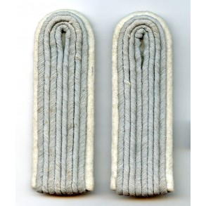 Set of army officer (Leutnant)  shoulder boards, unissued