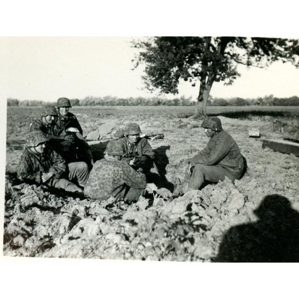 """SS Wehrpass to Panzerschützen W. Legi, Panzerspäh Komp. """"RFSS"""", EK2 + photos"""